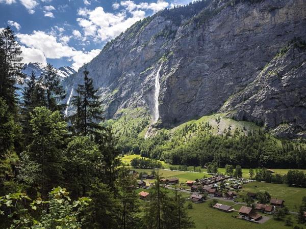 Lauterbrunnen valley by cats_123