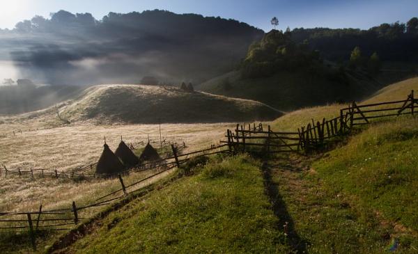 Suhar Mountain-Romania by razvanesqu