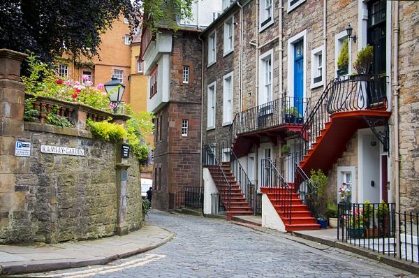 life in Edinburg\'s street by elainecll