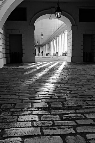 The colonnade of Greenwich - II by nmilyaev