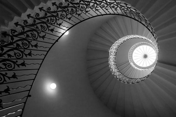 Greenwich stariwell by nmilyaev