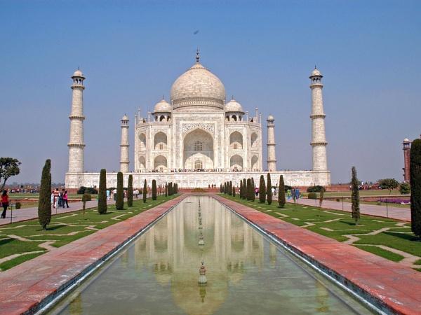 Taj Mahal by peterthowe