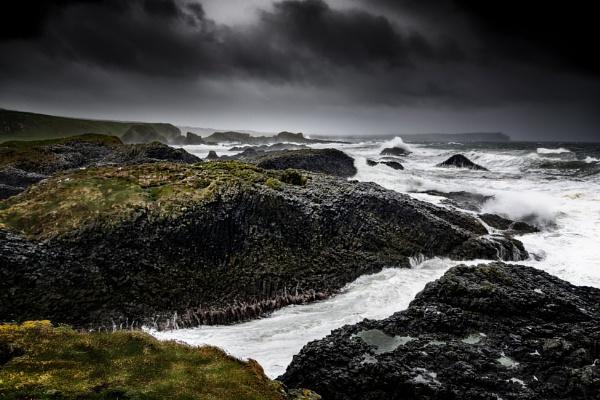 Ballintoy storm by zwarder