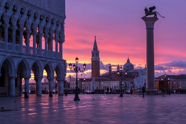 St Marks Basin,  Venice by SueLeonard