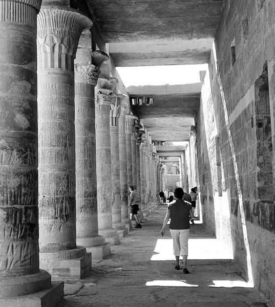 Columnar Walkway by nclark