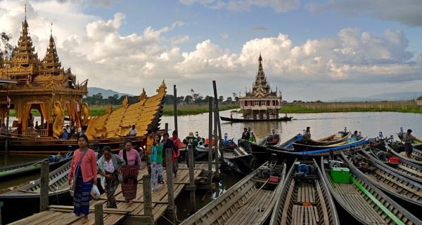 Phaung Daw Oo Festival, Myanmar by chrisdunham