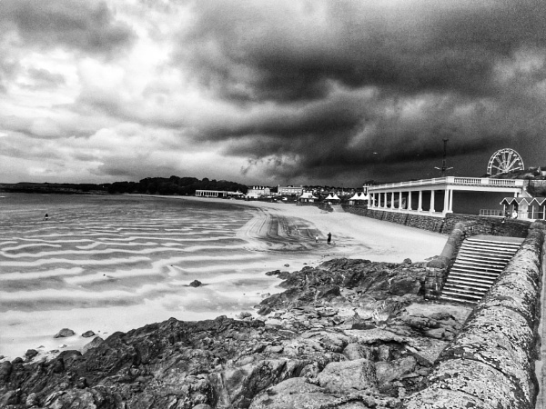 Barry Island HDR black and white by Snapper100