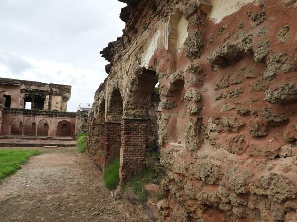 Ruined Mahal by gautamc