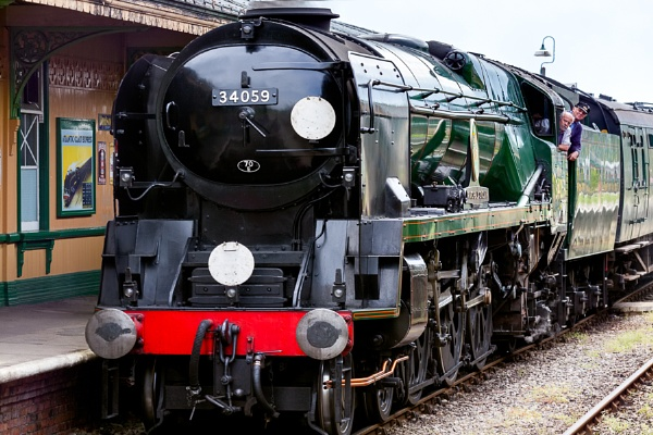 34059 arriving at Horsted Keynes station by Phil_Bird