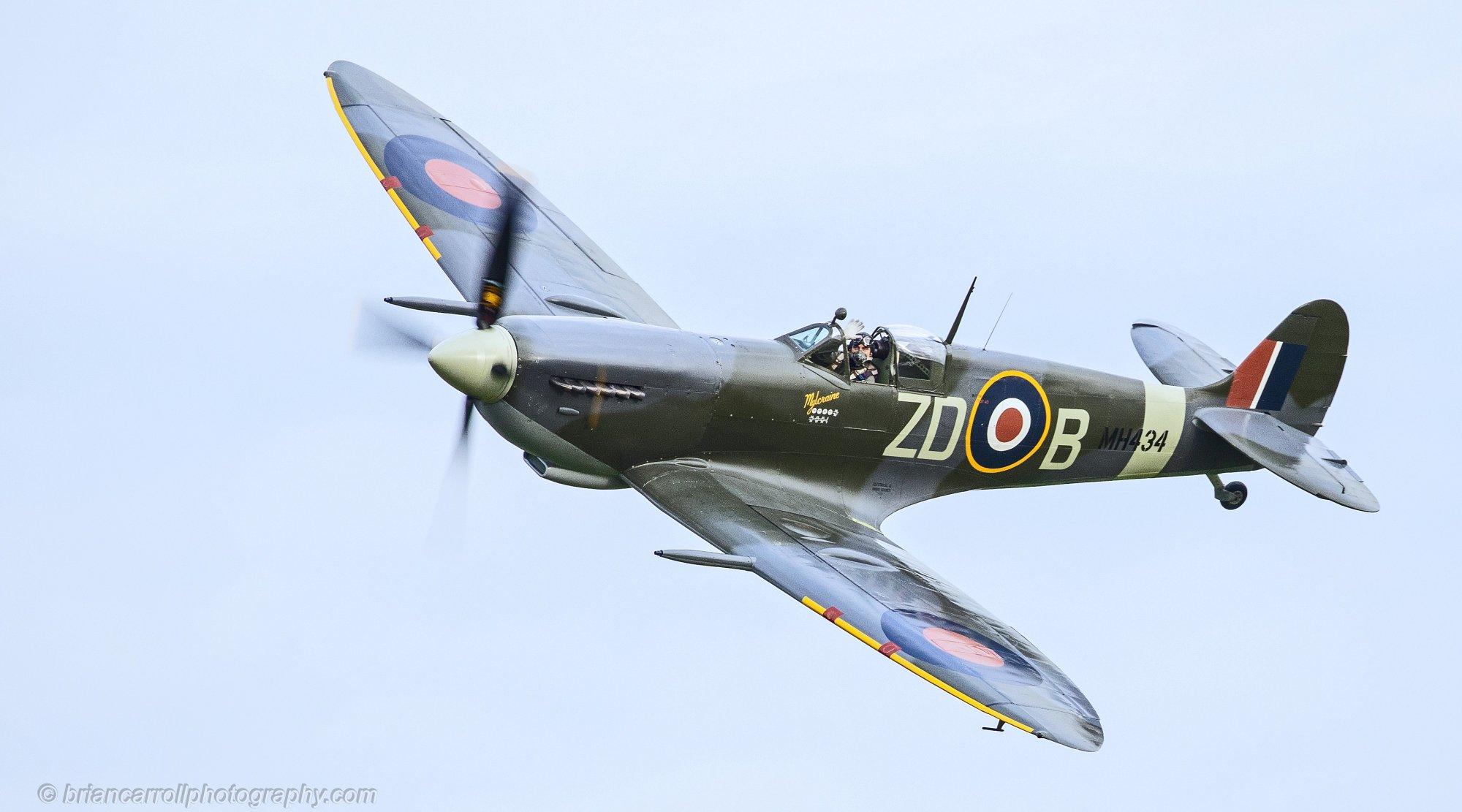 Waving pilot in a Supermarine Spitfire, Shuttleworth Airshow