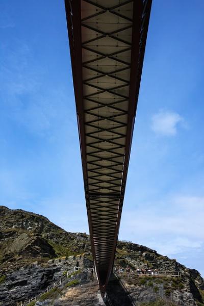 Under the bridge by Madoldie