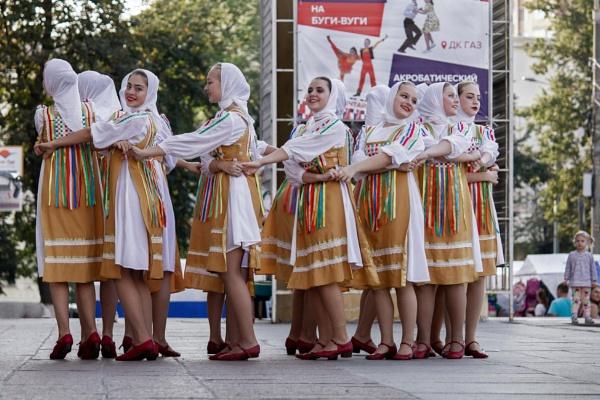 Street folk dances by ViVla