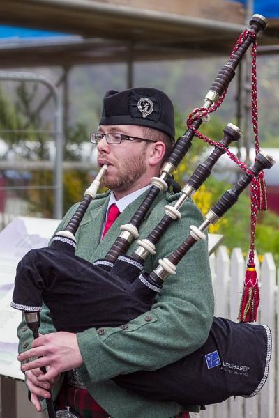 GLENFINNAN, LOCHABER/SCOTLAND - MAY 19 : Piper from the Lochaber by Phil_Bird