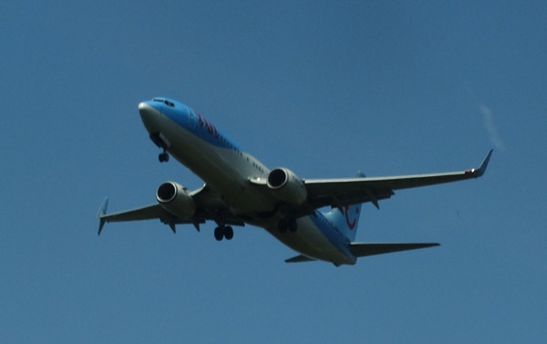 Another TUI plane comming in to lane by YoungGrandad
