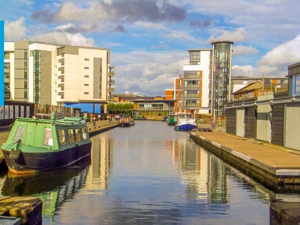 Glasgow Union Canal by lesstow