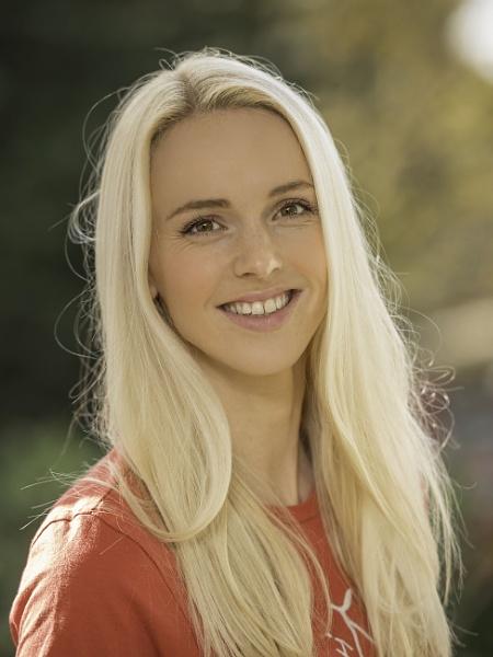 Liv Austen - Singer/Songwriter by nellacphoto