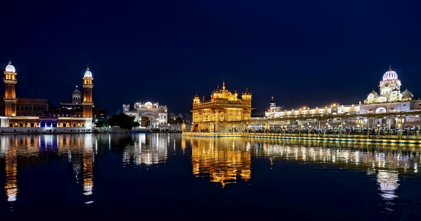Sri Harmandir Sahib........another evening, another camera. by sawsengee