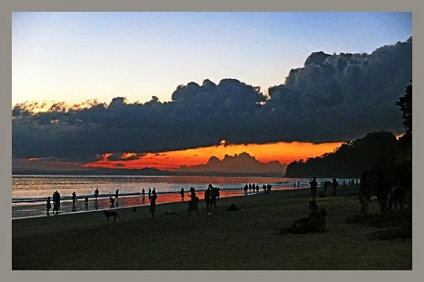 Evening at Radhanagar beach. by prabhusinha