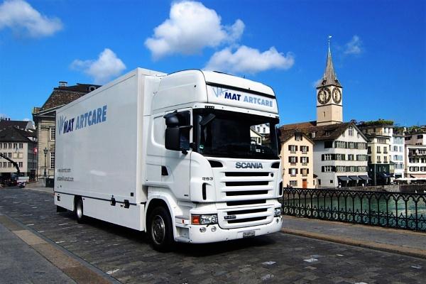 White truck by pedromontes