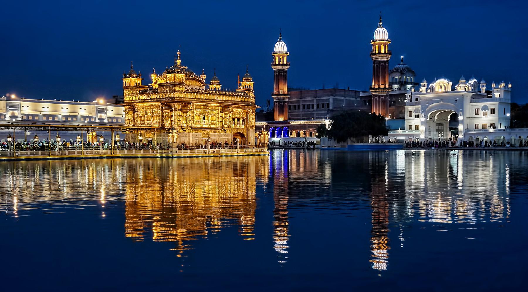 Sri Harmandir Sahib........the blue hour magic
