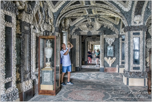 Grottos, Palazzo Borromeo by TrevBatWCC
