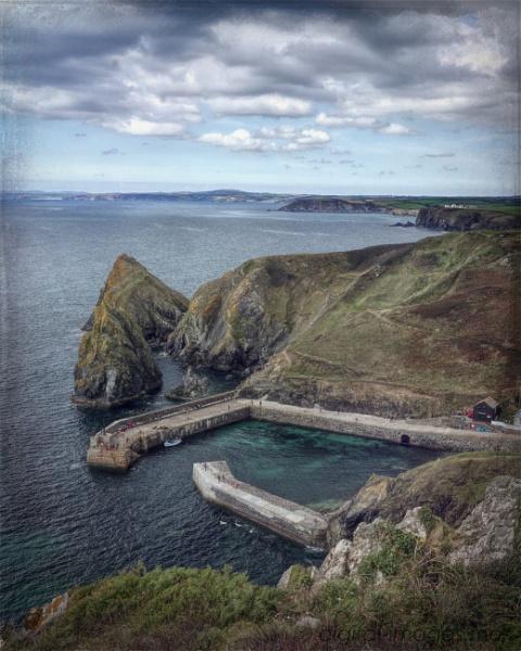 Mullion Cove by Alan_Baseley