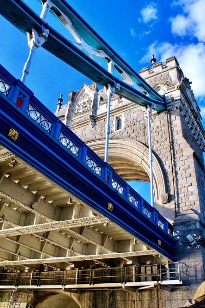 Tower Bridge by KrazyKA