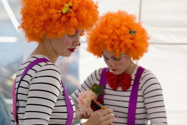 Clowns by Saastad