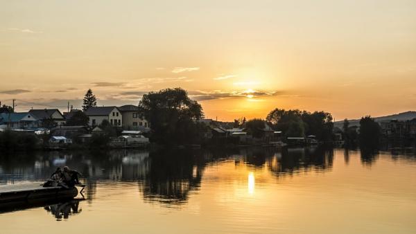 Autumn evening by zdumus