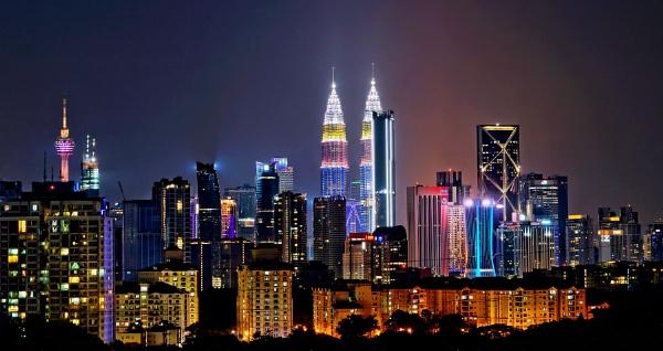 Kuala Lumpur.......an evening skyline by sawsengee