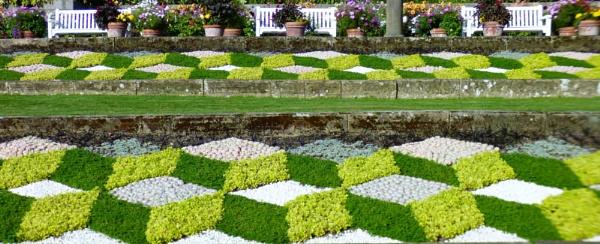 Patchwork garden by kevlense