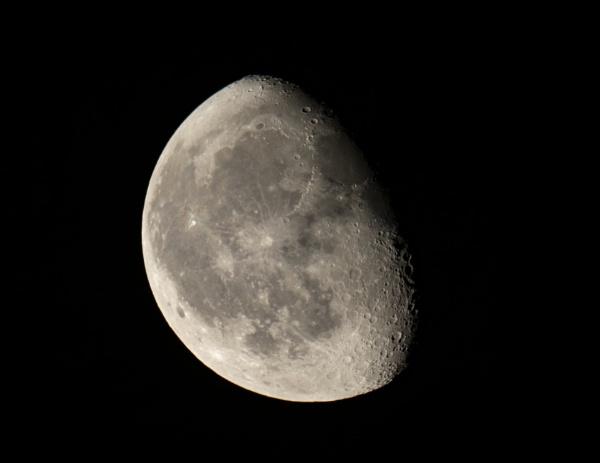 Moon by aldrahn