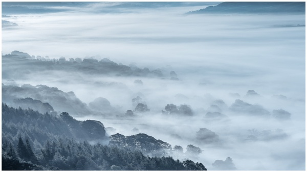 Mist in the valley. by Satlight