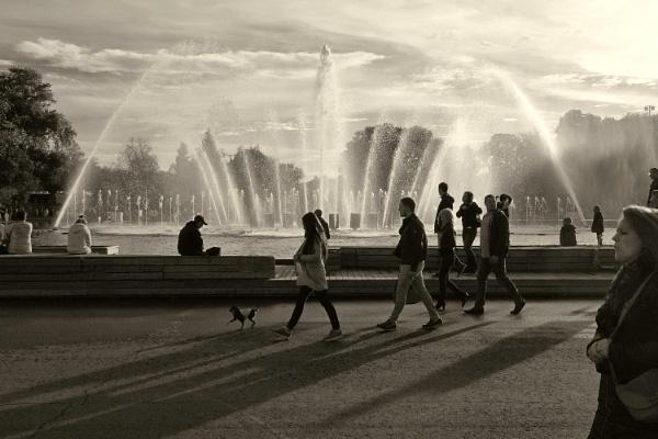 longer shadows by leo_nid