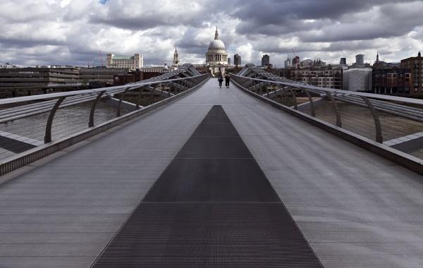 Walking to St Paul\'s by peterellison