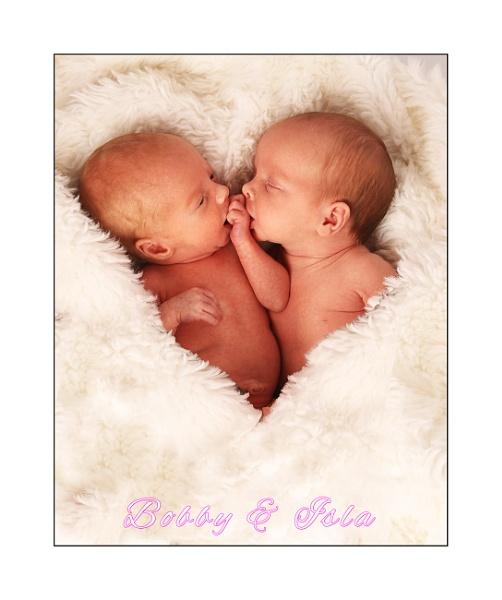 Twins by r0nn1e