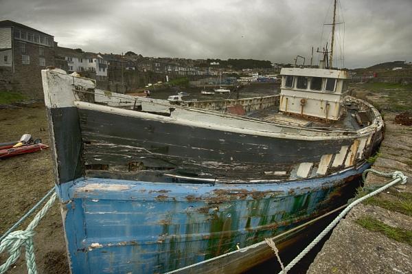 Abandoned Fishing Boat Newlyn by iangilmour