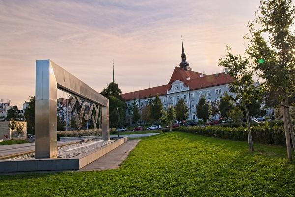 Fountain at Moravske namesti Brno by konig