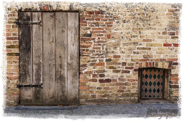 Low window and door by IainHamer