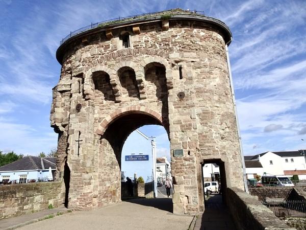Monnow gatehouse by dixy
