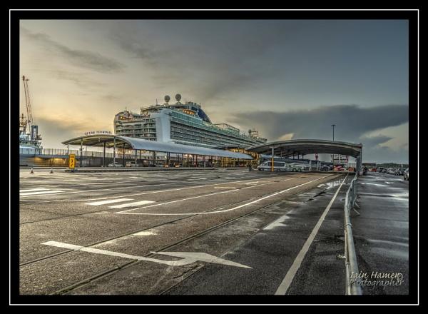 Dawn at Ocean terminal by IainHamer