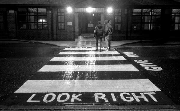 Look Right by RysiekJan