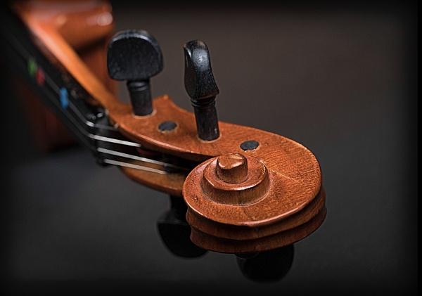 Violin 2 by deavilin