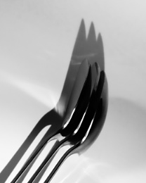 Photo : Spooning threesome leads to fork