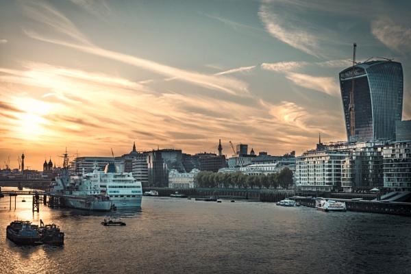London Embankment by swilliams71