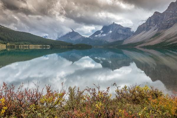 Tranquility lake by Barno123