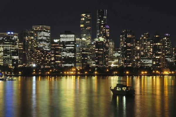 Vancouver at night by MAK54