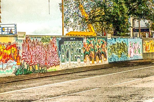 Graffiti, building site. by Pinarellopete