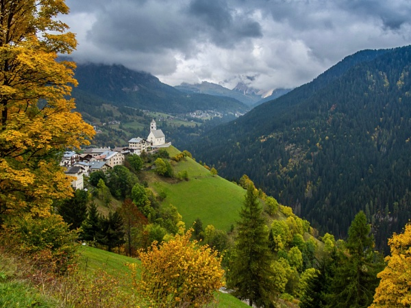 Colle Santa Lucia by hrsimages