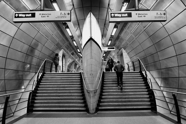 Southwark Tube Station by nclark